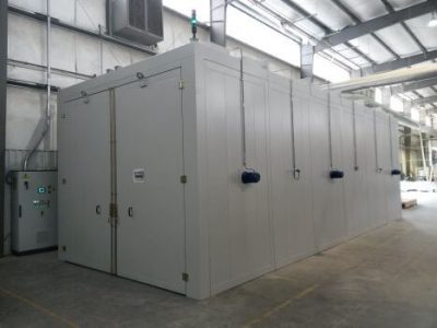 INDUSTRIAL OVEN FOR POLYMERISATION OF POLYURETHANE
